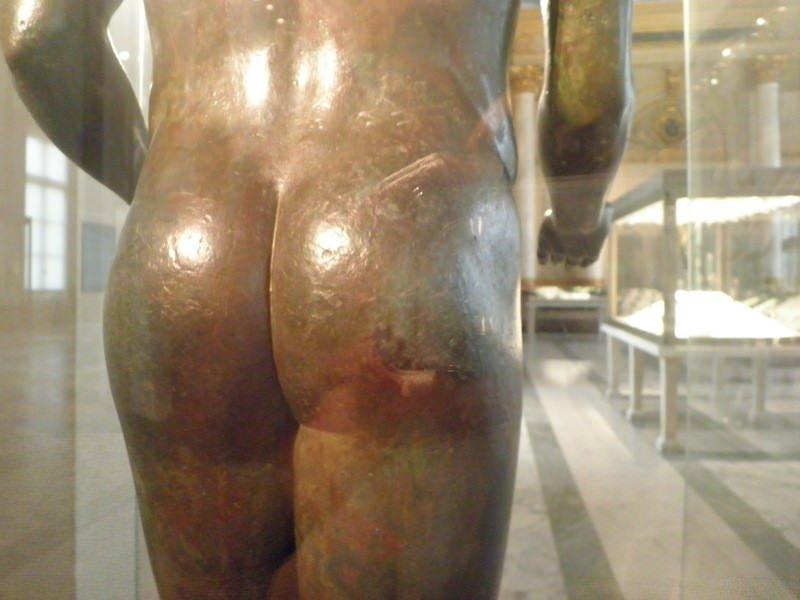 ルーブル美術館の古代エジプト美術でおしり