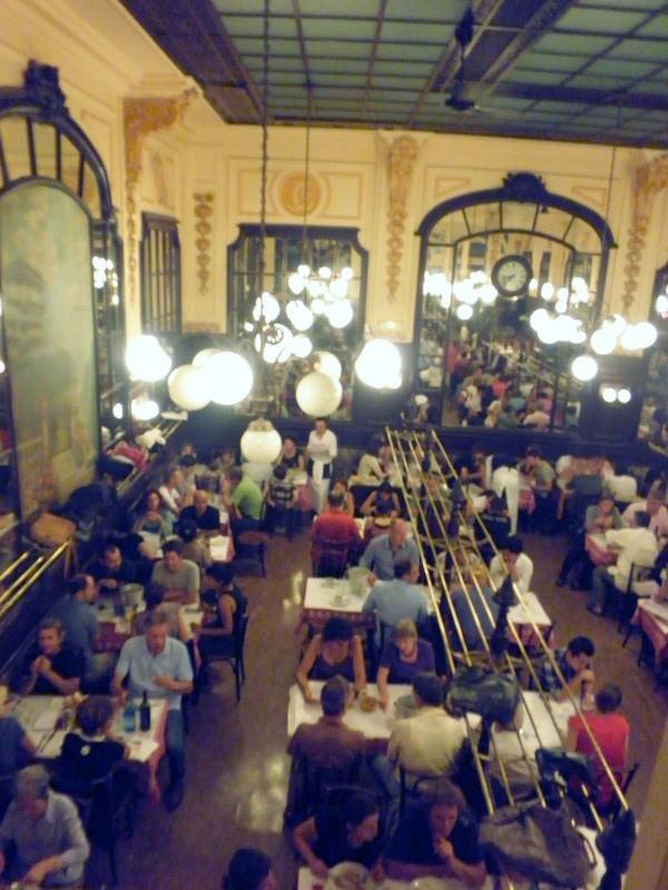 シャルティエ大衆食堂の活気