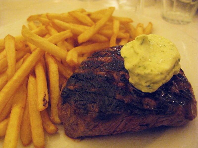 シャルティエ大衆食堂で肉