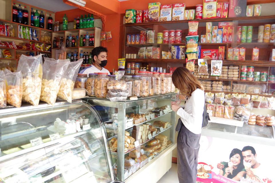 ネパールのお菓子屋