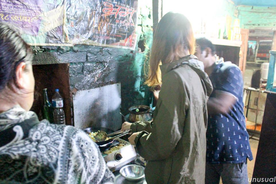 ネパールでトゥクパ作り