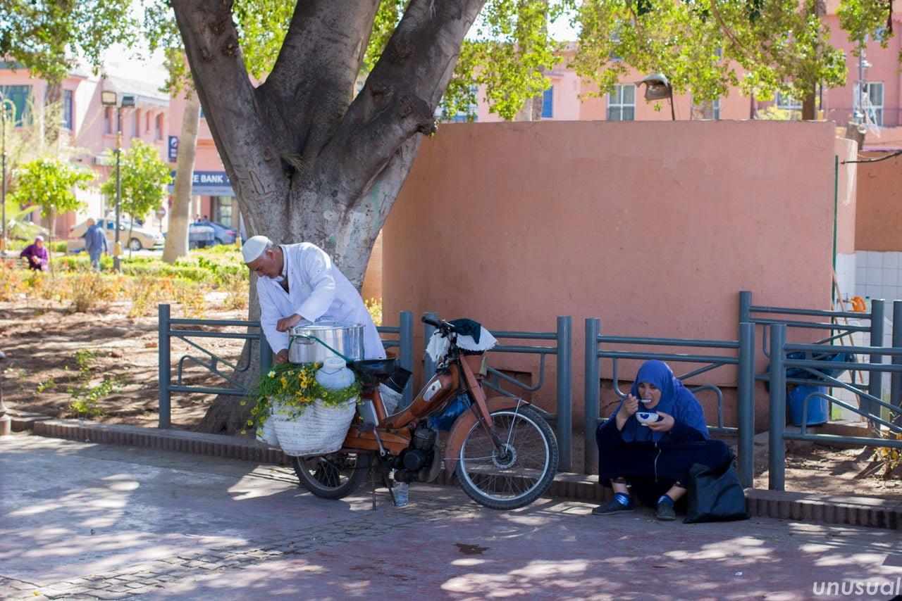 モロッコのヨーグルト売り