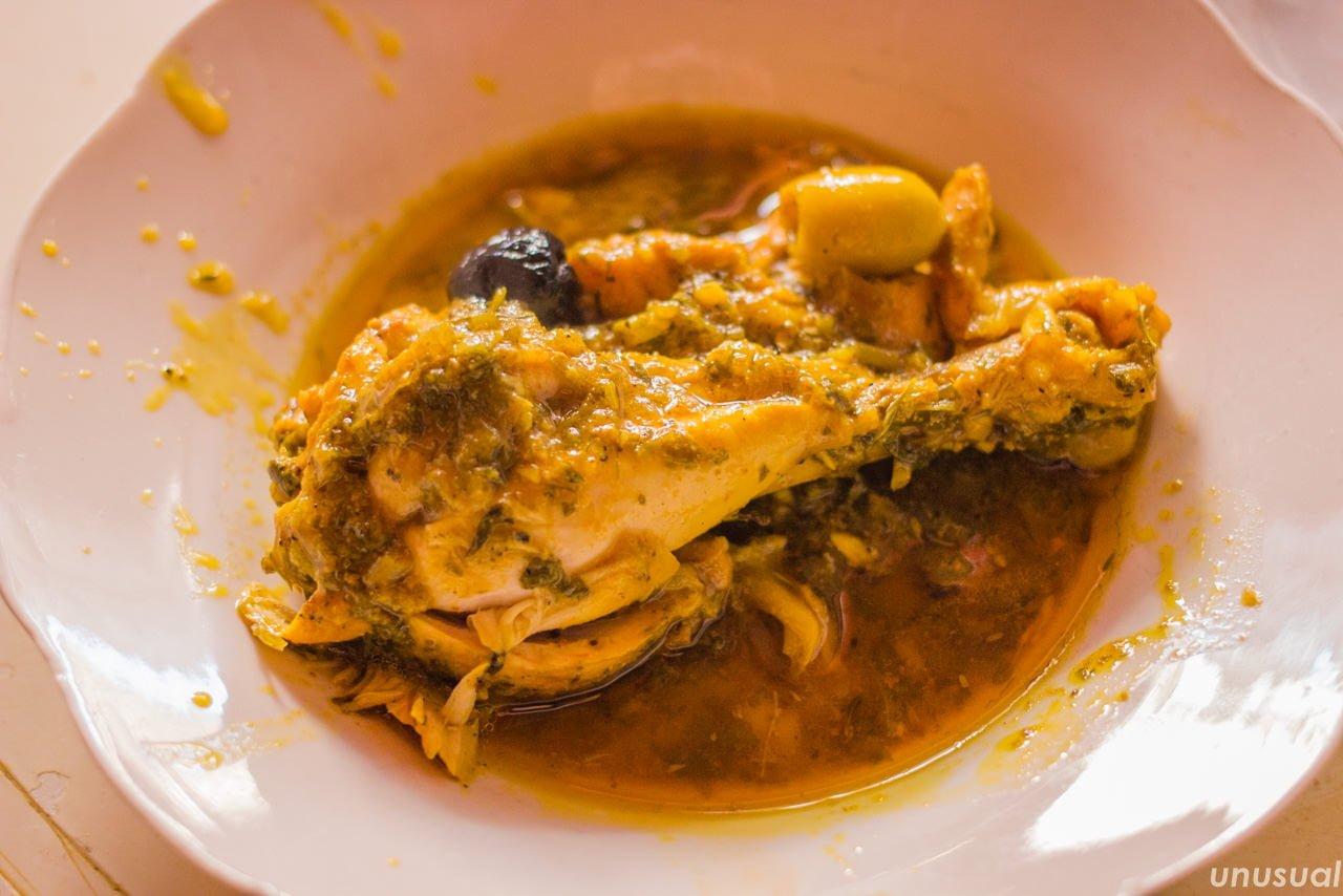 モロッコ料理 鶏肉とオリーブの煮込み
