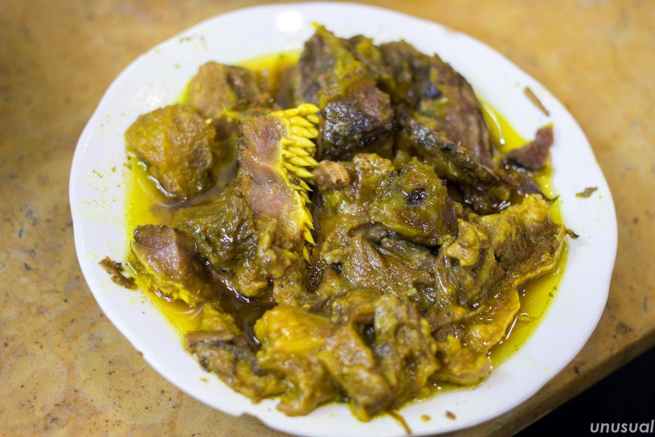 モロッコ料理 内蔵(モツ)のタンジーヤ