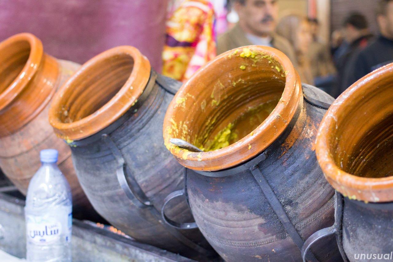 マラケシュの郷土料理タンジーヤに使う壺