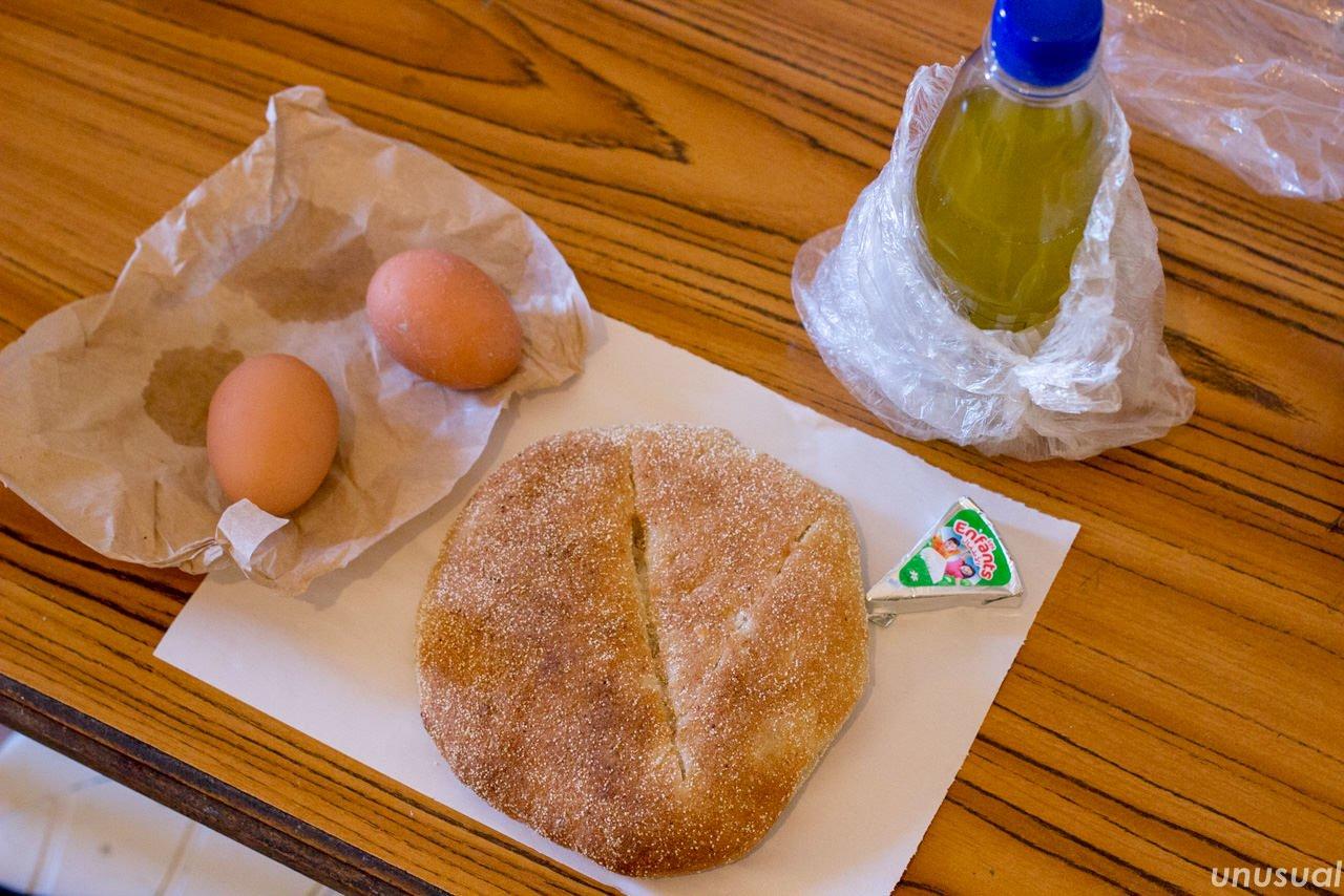 ホブスとゆで卵、オリーブオイル