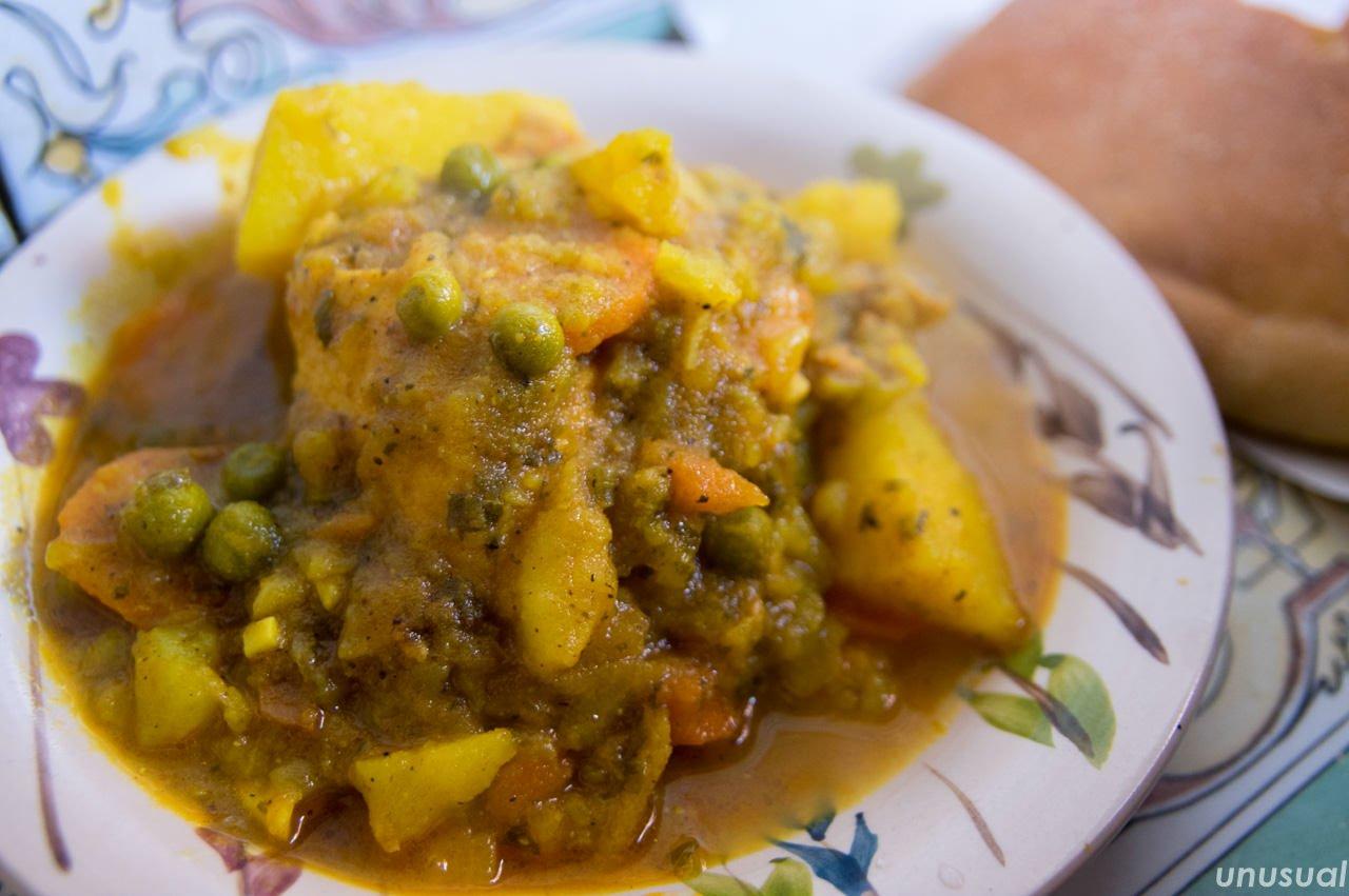 モロッコ料理 鶏肉の煮込み