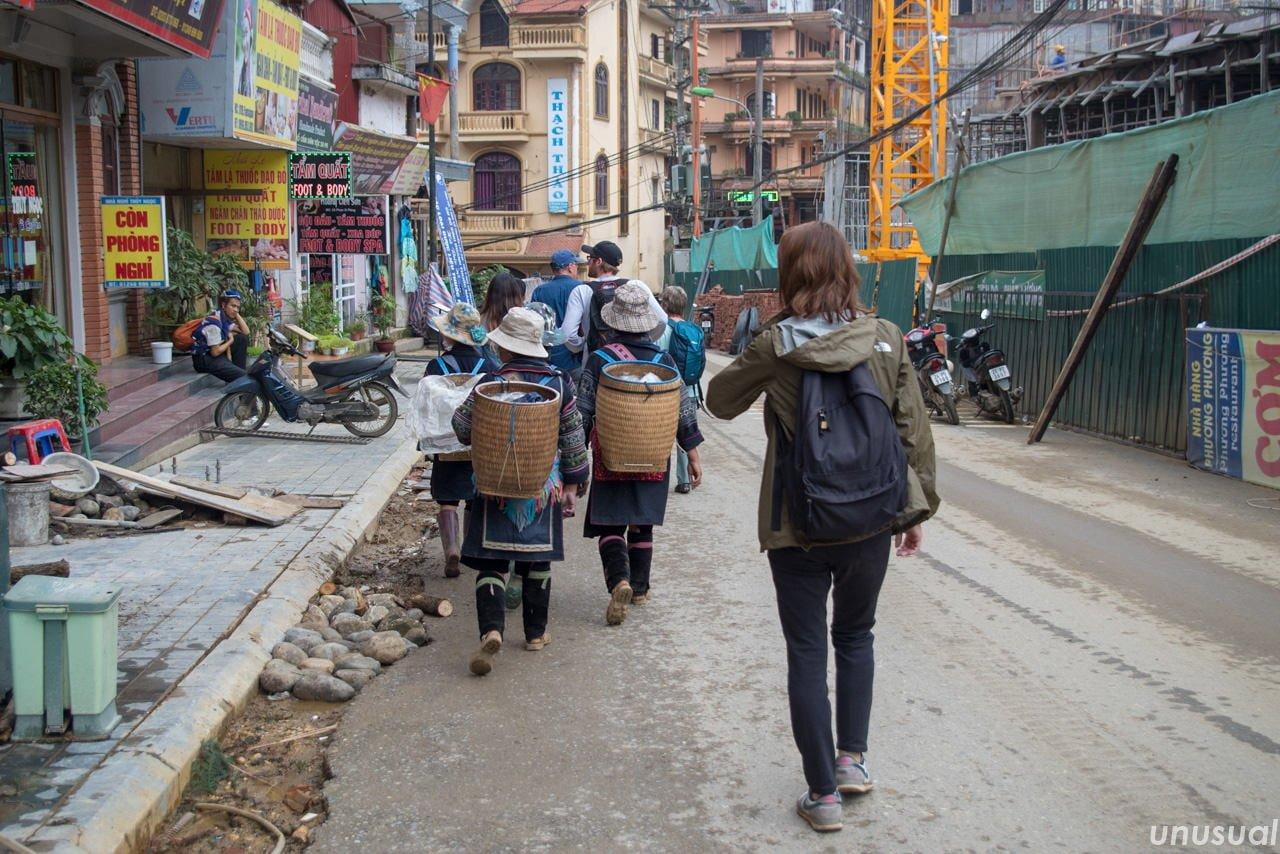 女性バックパッカーの世界一周の服装 ズボン